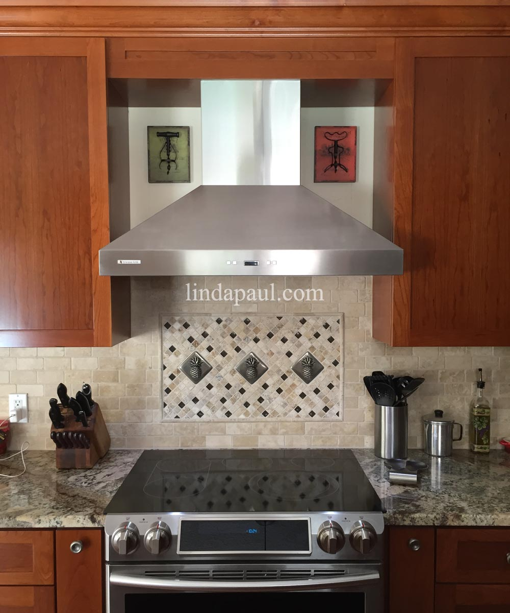 Kitchen Backsplash Idea With 3 Pineapple Tiles