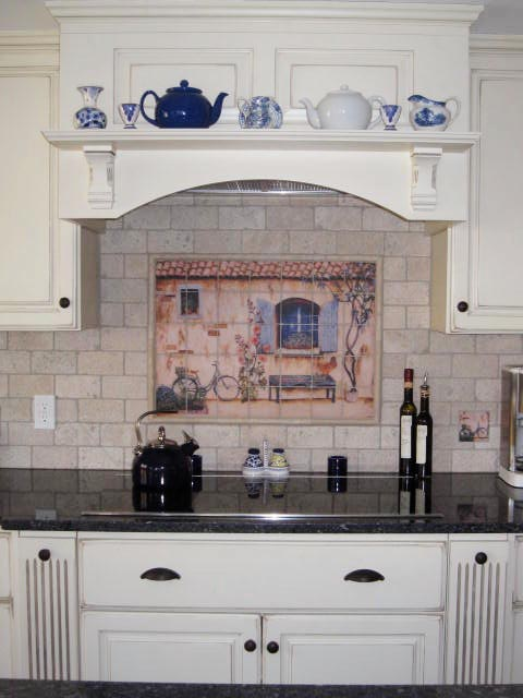Great Country French Splash Back And White Kitchen